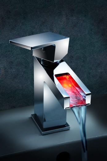 LED Wasserhahn mit Temperaturanzeige Werbefotograf berlin Werbefotografie berlin
