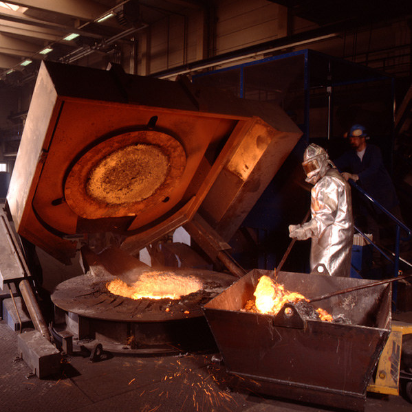 Stahlwerk schmelzen ofen Industriefotografie Berlin Werbefotograf berlin Werbefotografie berlin