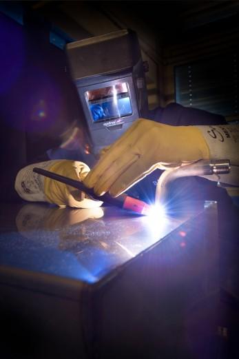 Schweißen einer Ultraschallwanne-fokuspunkt-3DVisualisierungen-Werbefotografie-Industrie-Werbefotograf-Fotograf-Berlin-Tempelhof