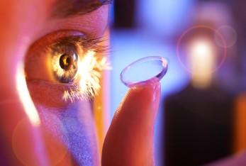 Brillenatelier Zehlendorf AugeMitKontaktlinse-fokuspunkt-3DVisualisierungen-Werbefotografie-Werbefotograf-Fotograf-Berlin-Tempelhof